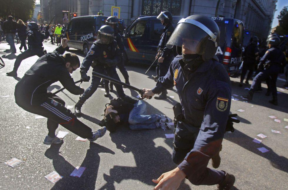 Bildquelle: uhupardo.wordpress.com - UPDATE! Generalstreik in Bildern: 150 Festnahmen, 75 Verletzte