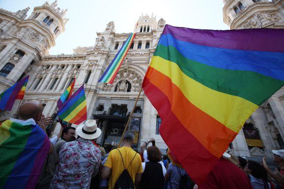 Matrimonio gay un pa s que cambia espa a el pa s for Casarse en madrid